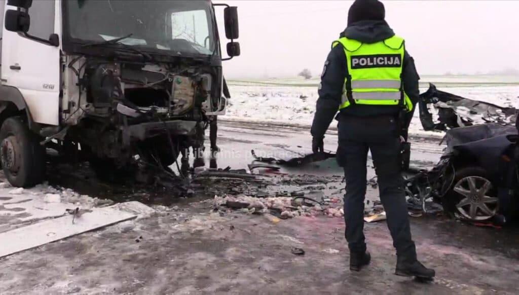 Tragiška avarija Vilniaus rajone žuvo trys žmonės