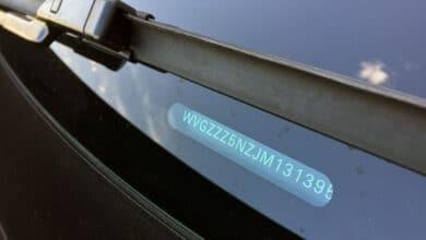 Šiame straipsnyje pasakosime: kas yra VIN kodas, kaip atliekama VIN patikra, automobilio istorija atliekant auto patikrą pagal VIN ir pateiksime patarimą kur atlikti automobilio patikrą pagal VIN.