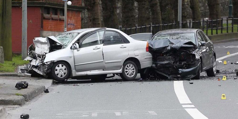 Automobilio kėbulas po avarijos gali būti labai smarkiai pažeistas, todėl labai VIN tikrinimas yra vienas iš būtinų dalykų norint patikrinti ar transporto priemonė yra dalyvavusi eismo įvykiuose. VIN numerio patikra gali sutaupytine tik laiką, bet ir pinigus, kuriuos turėsit skirti remontui.