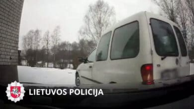 Policijos reikalavimui sustoti nepaklususiam vyrui gaudynės baigėsi nesėkmingai (video)