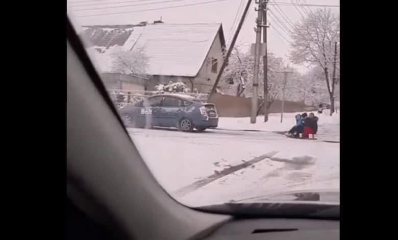 Vairuotojui tempusiam roges su vaikais bauda ir teisių atėmimas