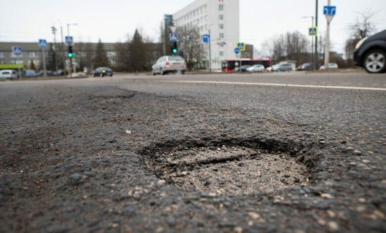 Kauno kelininkai nespėja sužiūrėti duobių gatvėse, todėl prašo gyventojų pagalbos