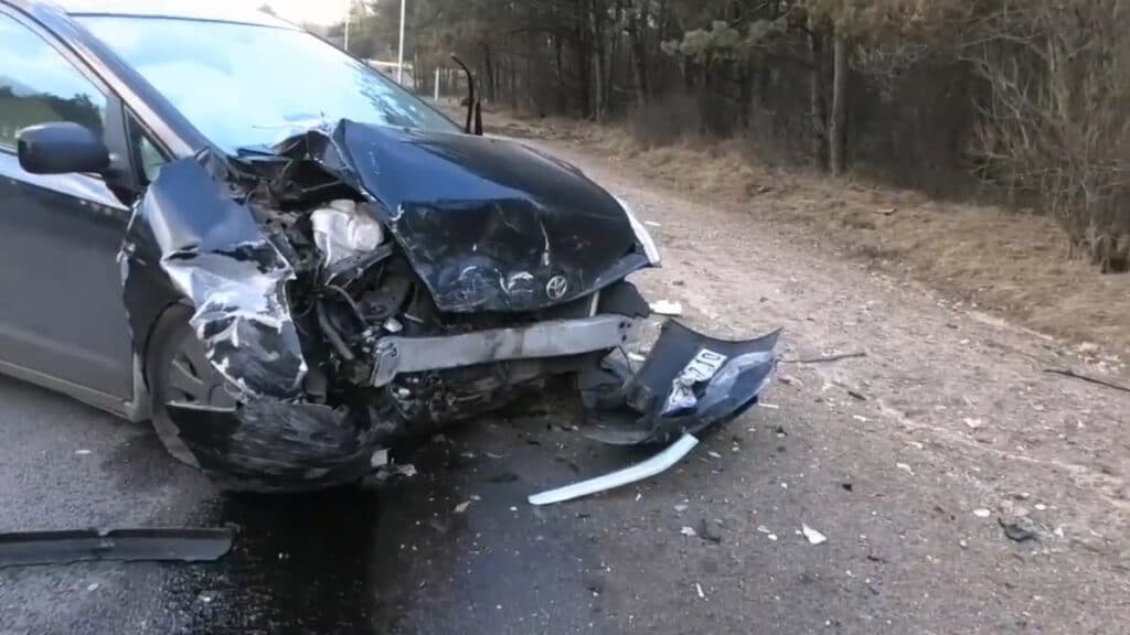 Sostinėje neblaivus BMW vairuotojas išlėkėprieš eismą ir sukėlėavariją