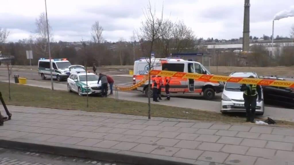 Sostinėje žuvo riedančio nuo kalvos automobilio pervažiuota moteris