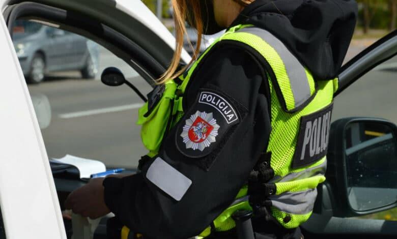 Vykdant neblaivių vairuotojų kontrolę įkliuvo girtas pareigūnas