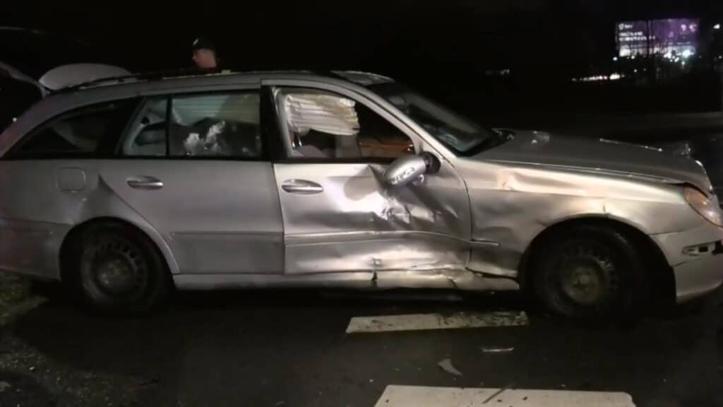 "Gelvonų gatvėje dviejų ""Mercedes-Benz"" automobilių avarija"