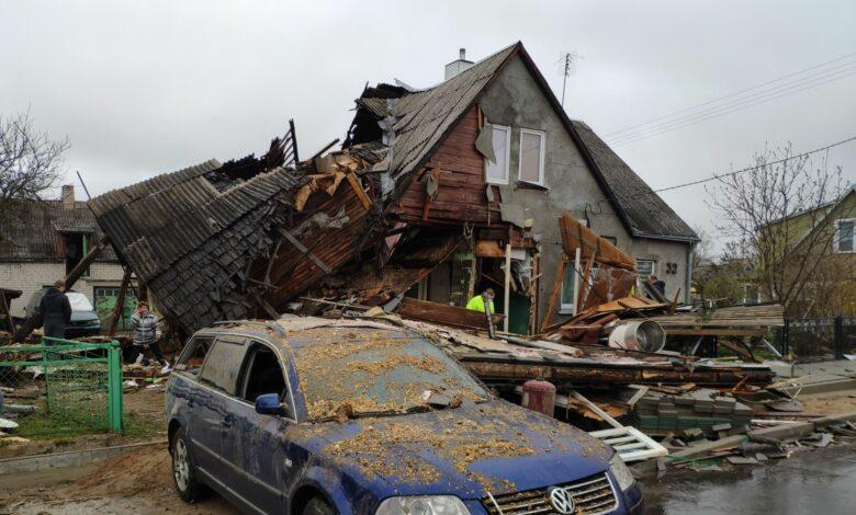 Po sprogimo name policijos automobilis pasitarnavo kaip greitoji pagalba