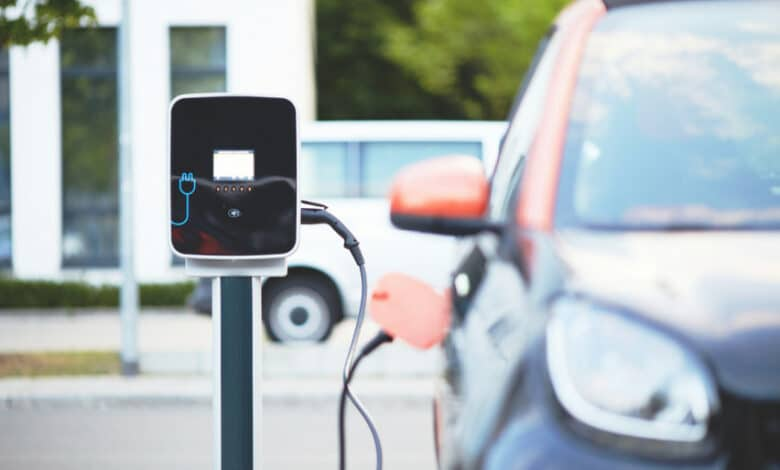 Už seno automobilio keitimą į elektromobilį - iki 5 tūkst. eurų subsidija