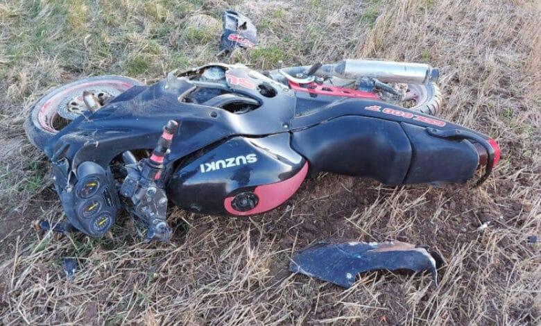 Atsitrenkęs į autobusą motociklo vairuotojas pabėgo, bet vėliau buvo surastas
