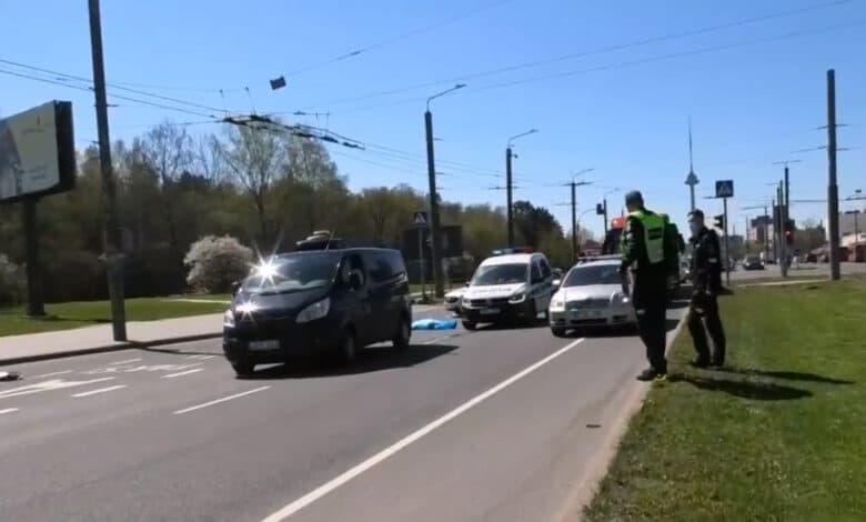 Siaubingas įvykis Vilniuje: Laisvės pr. partrenkta per perėją ėjusi moteris žuvo vietoje