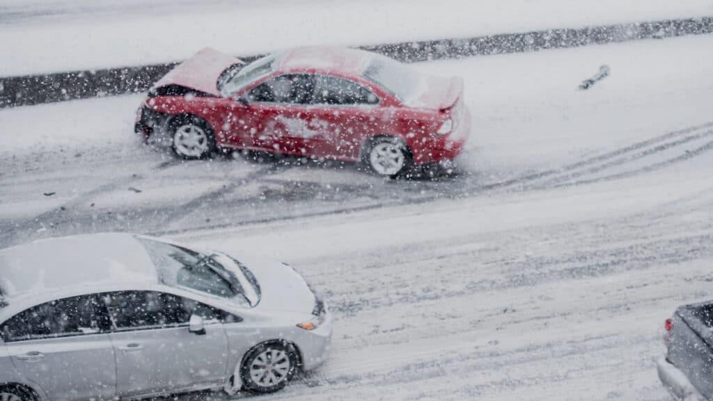 Kasko draudimas atlygina žalą įvykį sukėlusiam vairuotojui. Taip pat žala yra atlyginama ir tuomet, kai automobilis randamas apgadintas arba nukenčia nuo stichinių nelaimių.