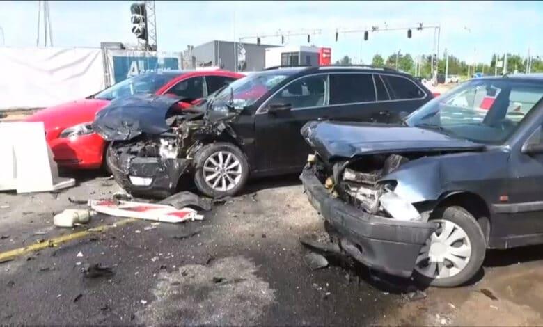 Didžiulė avarija Vilniuje: Pilaitės pr. susidūrė trys automobiliai ir autobusas