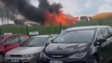Kelyje Vilnius - Ukmergė sudegė BMW markės automobilis
