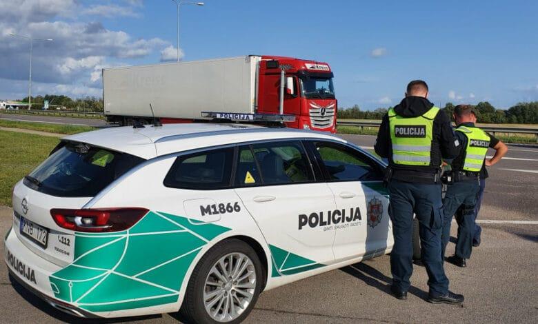 Per patikrinimą pareigūnams įkliuvo 16 neblaivių vilkikų vairuotojų