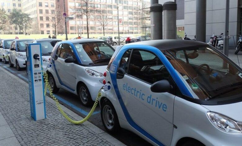 Šiemet daugiau įmonių gaus kompensacijas už naujus elektromobilius