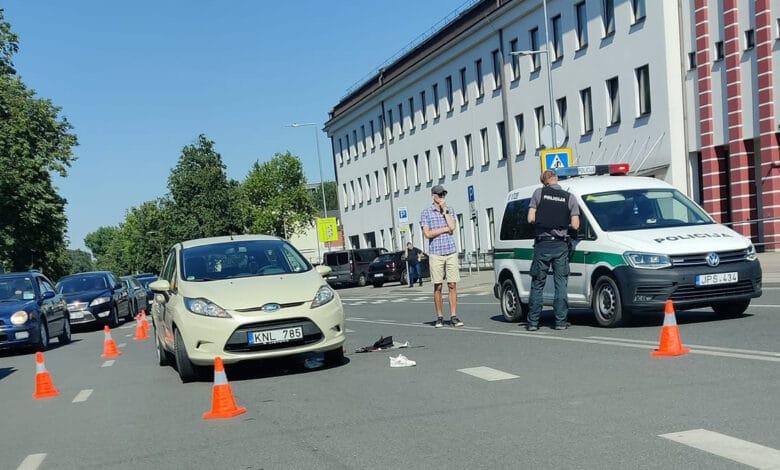Žiaurus įvykis Vilniuje: automobilis pervažiavo per perėją ėjusią moterį