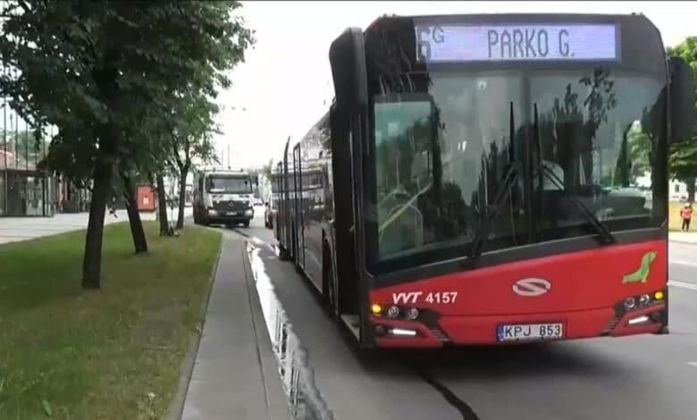 Avarija Vilniuje: autobusas susidūrė sunkvežimiu. Nukentėjo dvi autobuso keleivės.