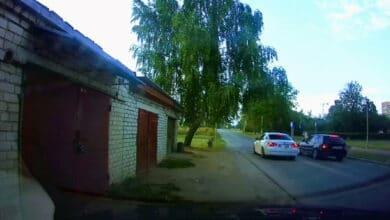 Dviejų BMW lenktynės buvo užfiksuotos neviešą patruliavimą vykdžiusių pareigūnų (video)