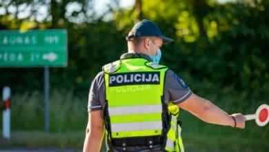Motociklininkas nepaklusęs pareigūnų reikalavimui sustoti išvažiavo į priešpriešinę eismo juostą ir dvigubai viršydamas leistiną greitį pradėjo sprukti