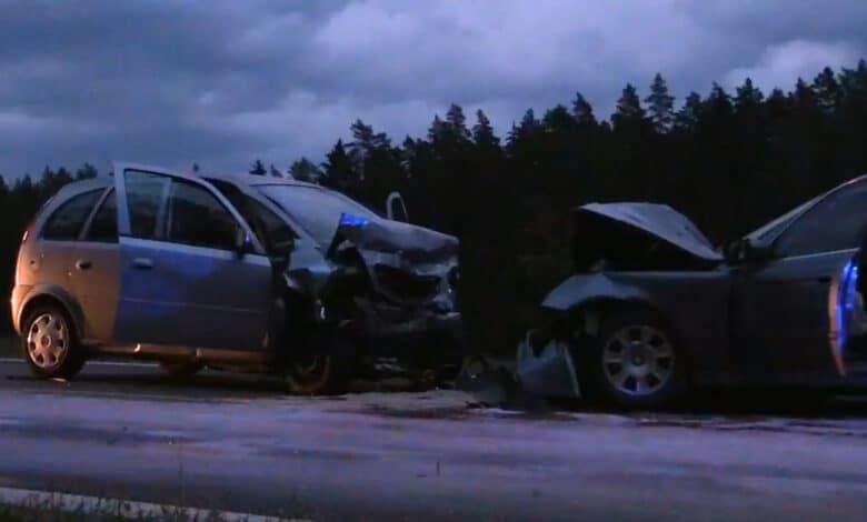 """Tragiška avarija Trakų rajone: po kaktomušos su """"BMW"""" žuvo """"Opel"""" vairuotoja"""