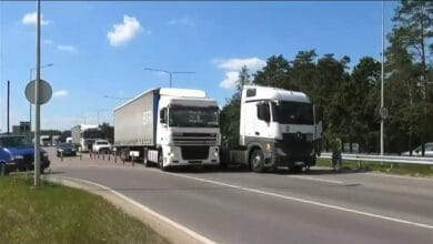 Vilniuje vilkikas partrenkė neleistinoje vietoje per kelią bėgusį vyrą