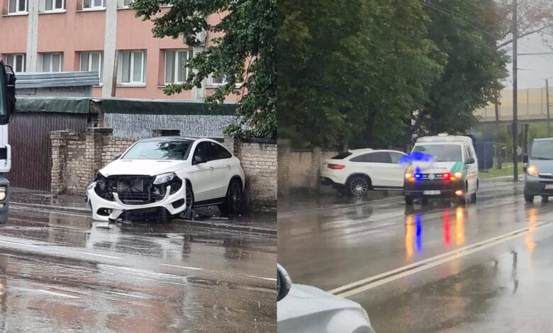 "Nesuvaldyto ""Mercedes-Benz"" avarija Raudondvario plente"