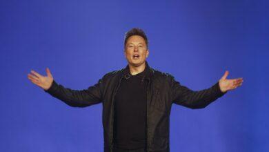 Tesla vadovas: mūsų elektromobilių autopiloto sistemoje yra klaidų
