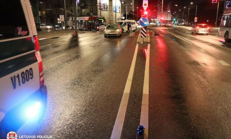 Trečiadienio eismo įvykiuose žuvo vairuotojas, sužeisti pėstieji, paspirtukų ir dviračių vairuotojai