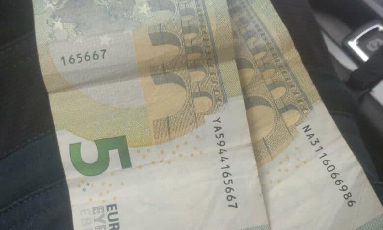 Vairuotojas už pažeidimą policijos pareigūnams siūlė 10 eurų kyšį
