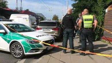 Vyras paskambino į policiją ir pranešė, jog nušovė žmoną: negyva moteris rasta BMW automobilyje