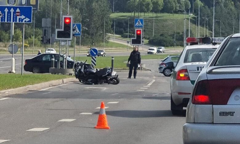 Avarija Vilniuje: susidūrė automobilis ir motociklas