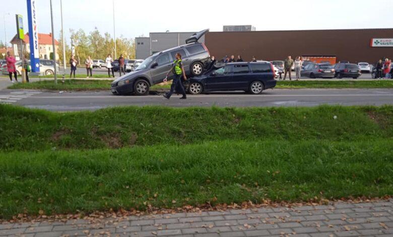 Dviejų Volvo avarija Vilniuje: neblaivus vairuotojas rėžėsi į automobilį