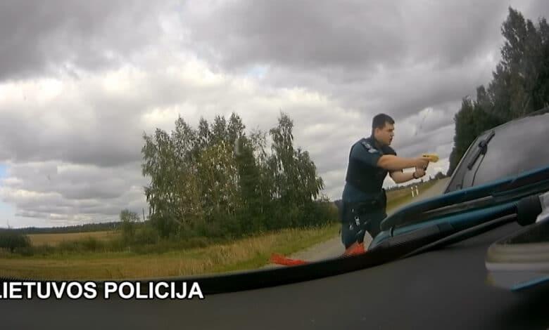 Girto vairuotojo gaudynės ir pareigūnų taranavimas baigėsi areštinėje (video)