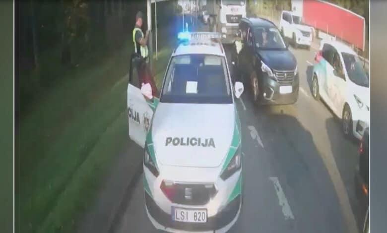 Padedant policijai, gimdyvė sėkmingai pasiekė klinikas (video)