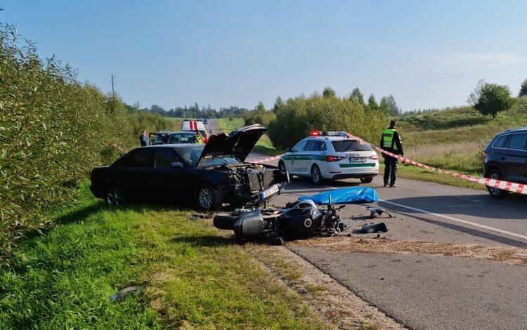 Per susidūrimą kaktomuša su automobiliu žuvo motociklo vairuotojas