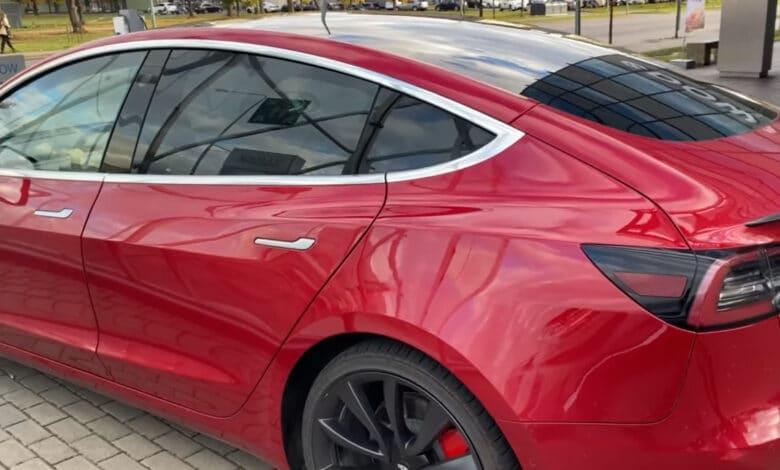 """Lietuvos policijos pareigūnai gatvėse pasirodys su """"Tesla"""""""