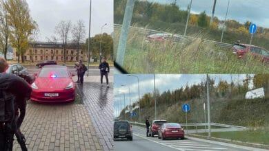 """Pareigūnai pradėjo aktyviai patruliuoti nežymėtu elektromobiliu """"Tesla"""""""